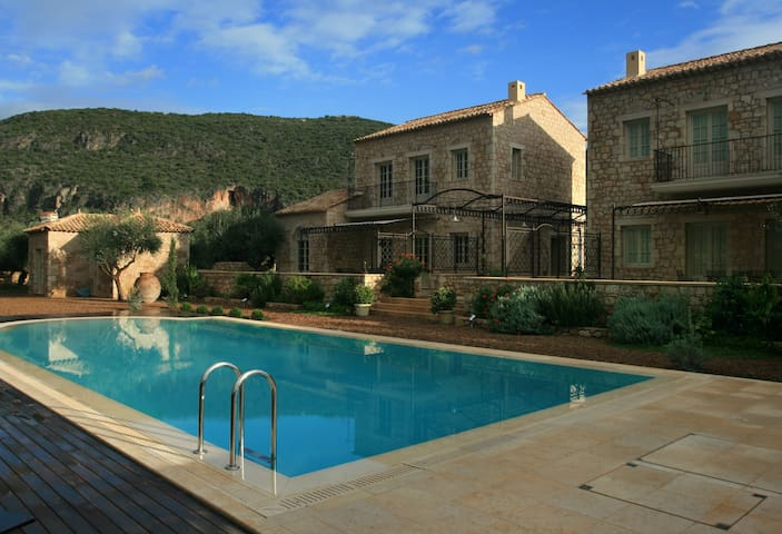 Traditional Five-Bedroom Complex with Pool - Kardamyli - Villa