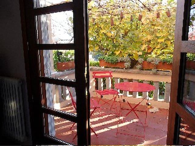 fantàstica terraza con acceso directo desde la cocina