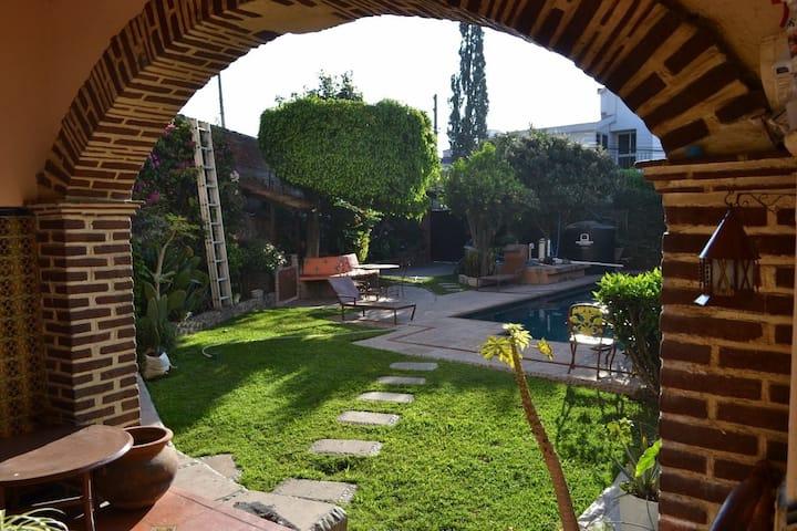 Habitación Cuernavaca alberca, seguridad y confort