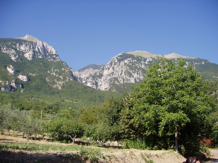 Ai piedi dell' Area Protetta della Maiella-Panorama e posizione
