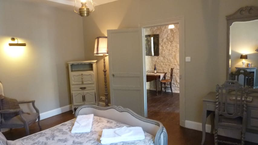 "Suite ""George Sand""-2 bedrms, 1 bath for 7 persons"