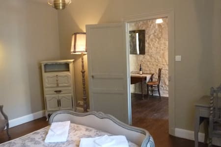 """Suite """"George Sand""""-2 bedrms, 1 bath for 7 persons"""