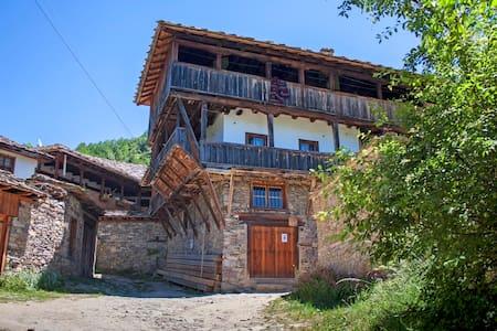 Kruchma Bratyata Guest House - Kovachevitsa - Rumah Tamu