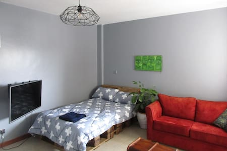 Artsy studio apartment in Central Nairobi