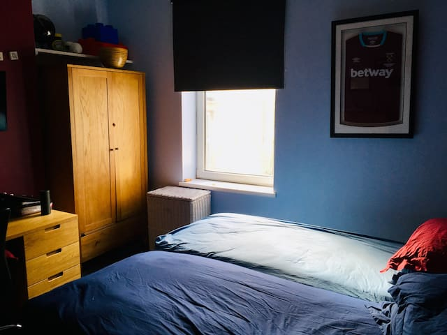 Close to City Centre - comfortable double room.