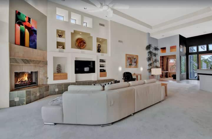 Luxurious Custom Home in Troon North