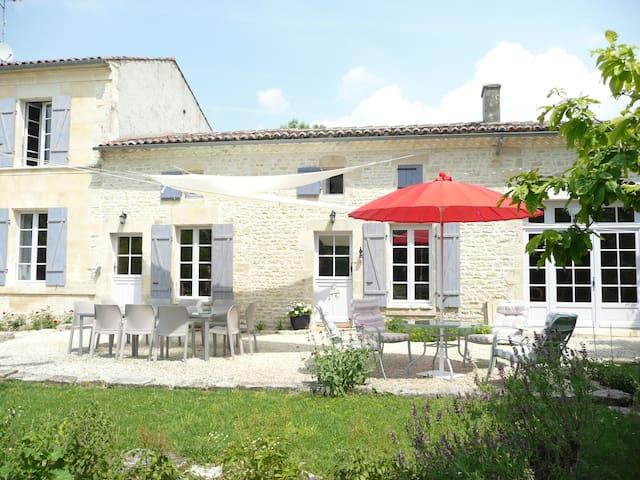 Le Clos du Plantis Chambres d'hôtes - Sonnac - ที่พักพร้อมอาหารเช้า