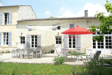 Le Clos du Plantis Chambres d'hôtes - Sonnac - Bed & Breakfast