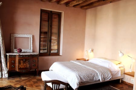 """Chambre""""Visitandines""""sur jardin en Coeur d'Auxerre"""