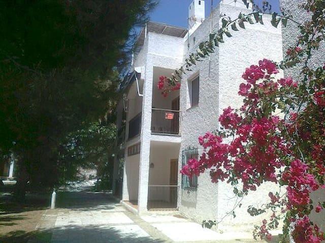 Agua Amarga: Como estar en una isla griega...