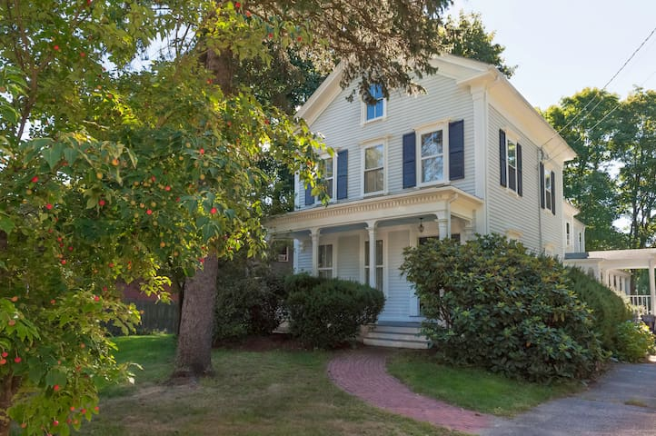 Charming Victorian Near Boston - Dedham