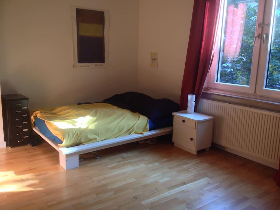 Morgensonne im Schlafzimmer