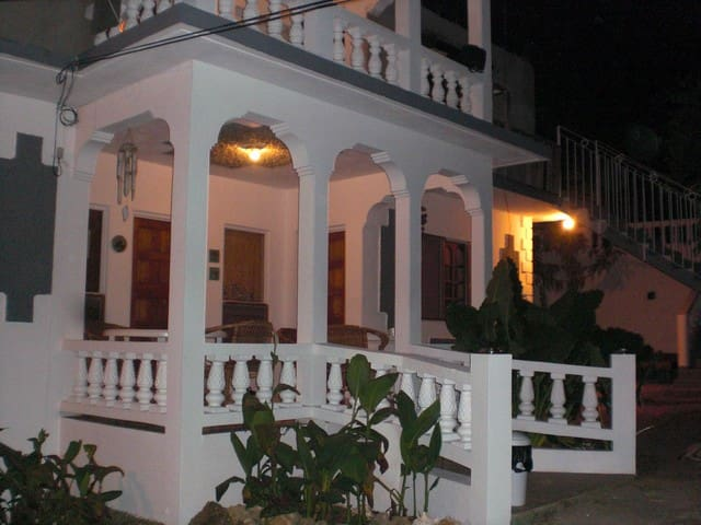 Negril Jamaica Tropical Breeze Guesthouse / Pool