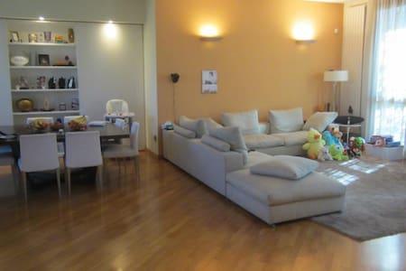 Villa immersa nel Verde vicina metropolitana - Cernusco sul Naviglio