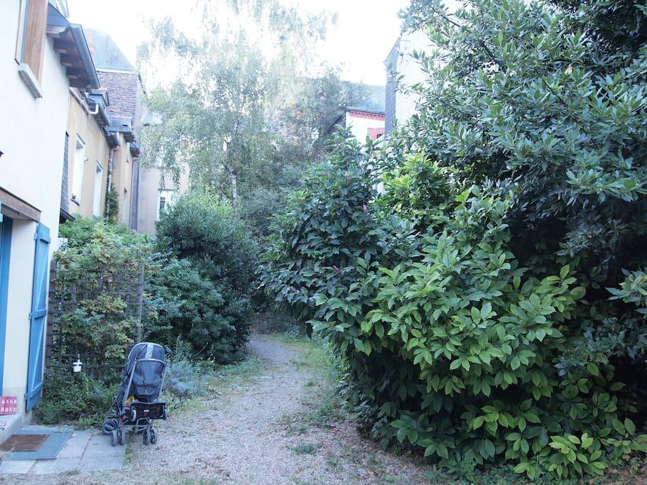Jardin et maison au calme