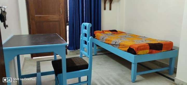 Blue Bed Cozy Room with Balcony