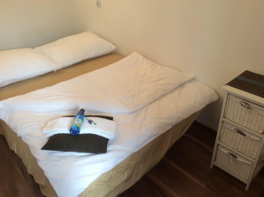 Mały pokoik 2 osobowy -  duże wygodne łóżko