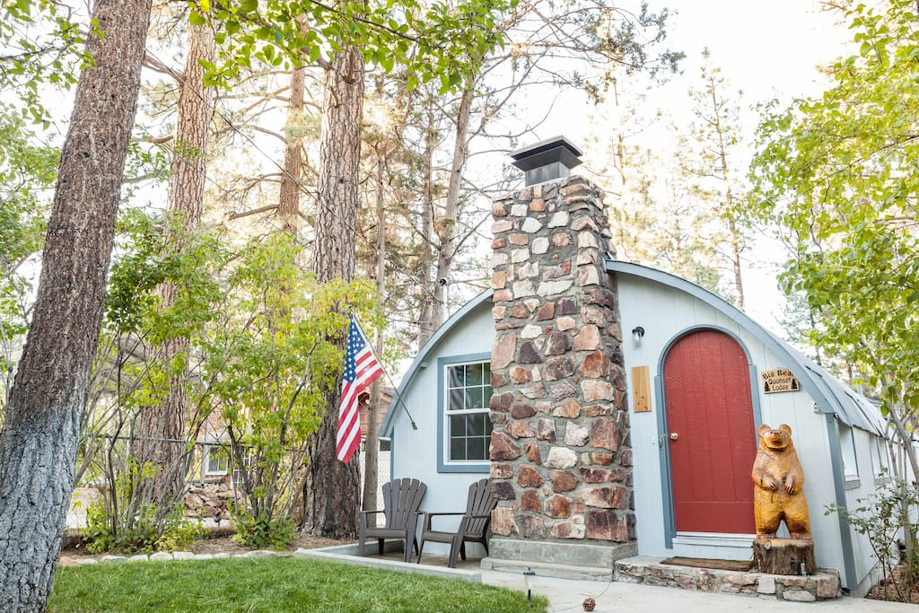 Big bear quonset lodge pet friendly cabins for rent in for Cabins to rent in big bear