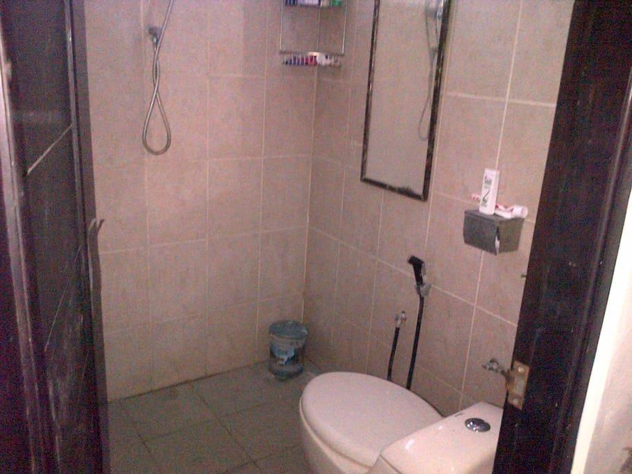 WC dan Kamar Mandi