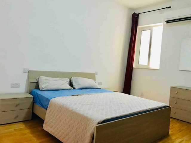 Private Room In Swieqi with aircon + Wifi