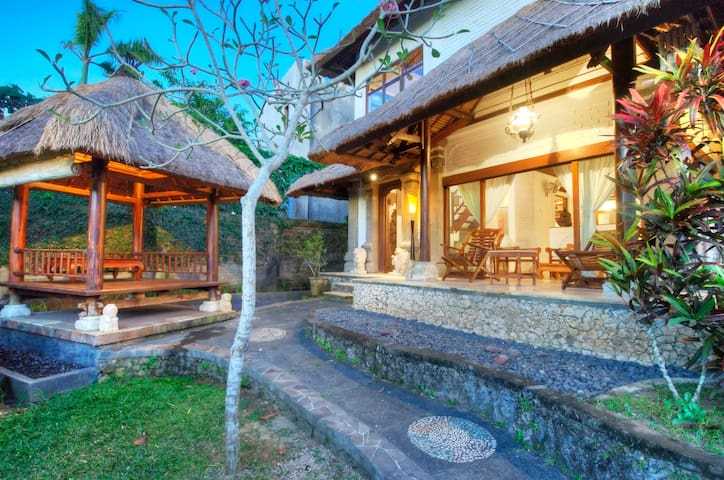 Echo Beach Private Villa - North Kuta - Bungalow