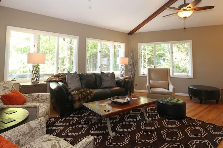 The Asheville Treehouse - Luxurious - Fairview - Casa
