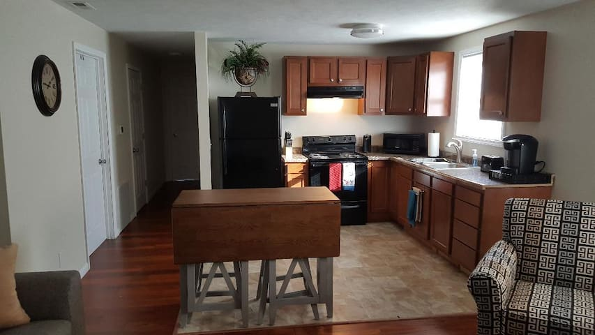 2 Bedroom apartment short and long term rental