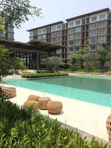 บ้านทิวลม ชะอำ, Baan Thew Lom Cha-Am