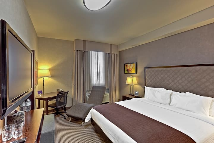 Acclaim Hotel by Clique