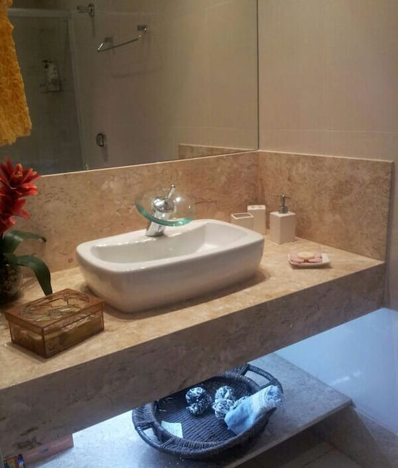 Banheiro social / Bathroom (shared)