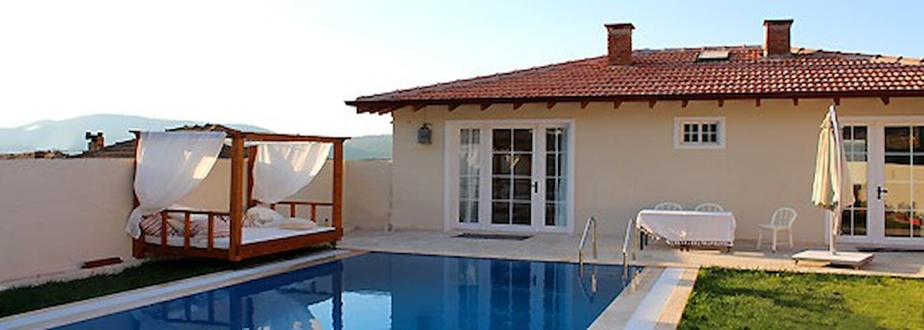 Ephesus Lodge - Hillside - Kirazlı - Bed & Breakfast