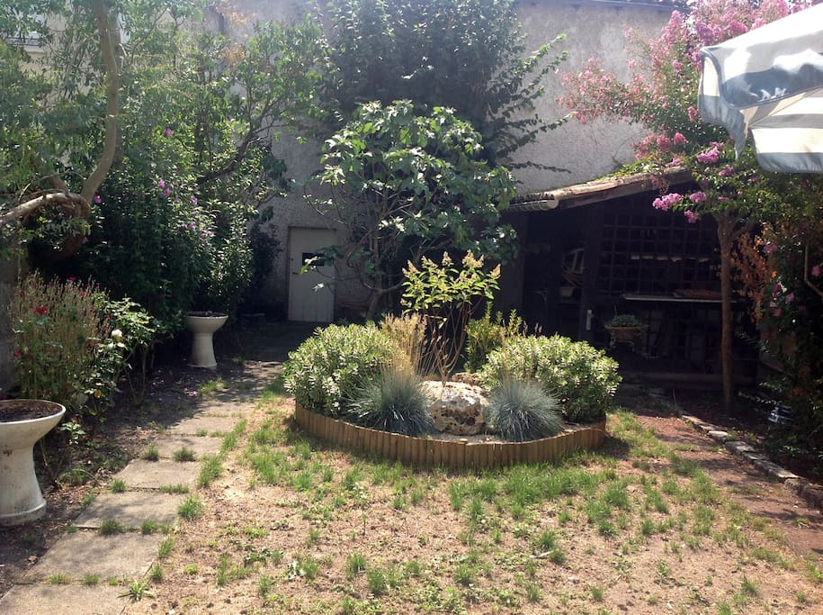Belle maison st m dard en jalles houses for rent in for Entretien jardin saint medard en jalles