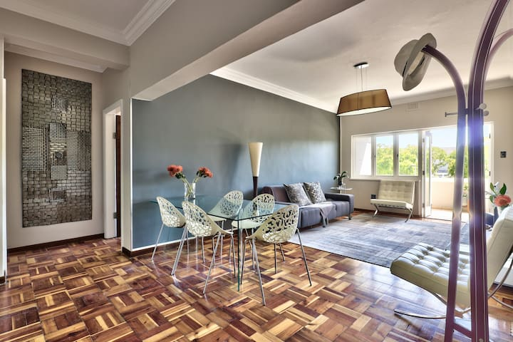 Sunny, Central and Spacious Green Point apartment