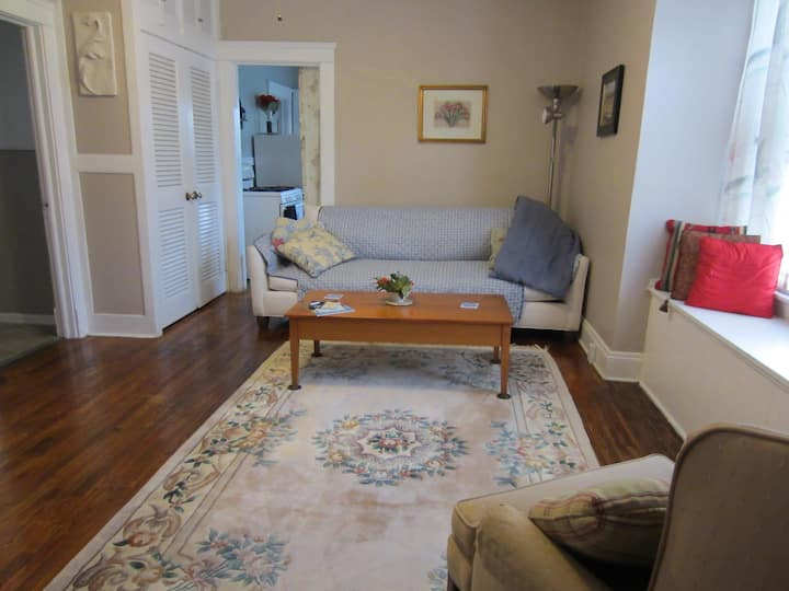 Cool- Vintage Suite, Perfect home for Longer Stays