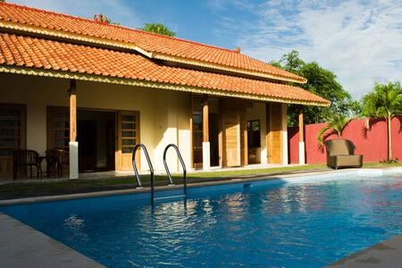 Deluxe 4-person Villa - Fully Private Pool! - Mantrijeron