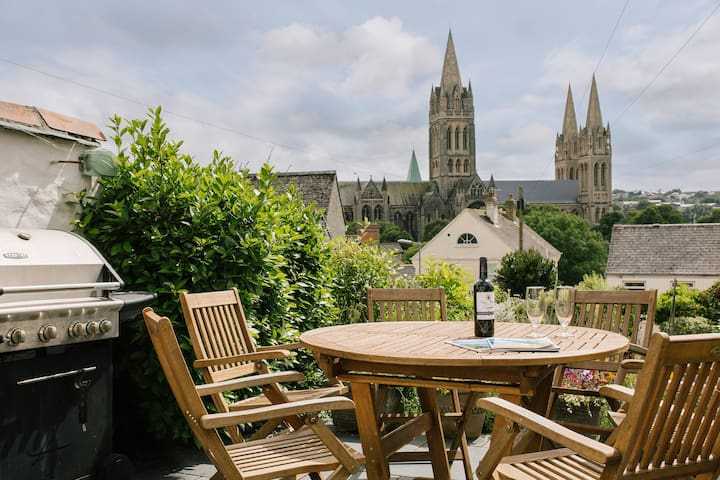 Cathedral View Cottage; Truro.