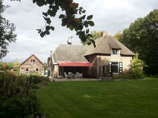 "Private Estate ""De Kleikamp"" with swimmingpool - Olst - Huis"
