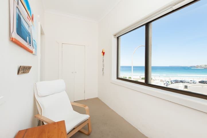 Amazing views right on the beach!!  - Bondi Beach - Appartement