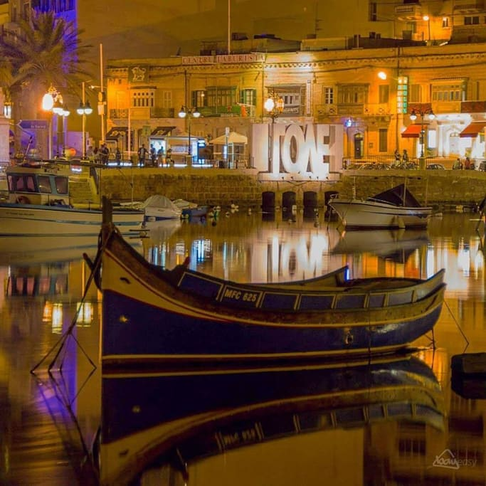 3 minutes walk to the popular spinola bay