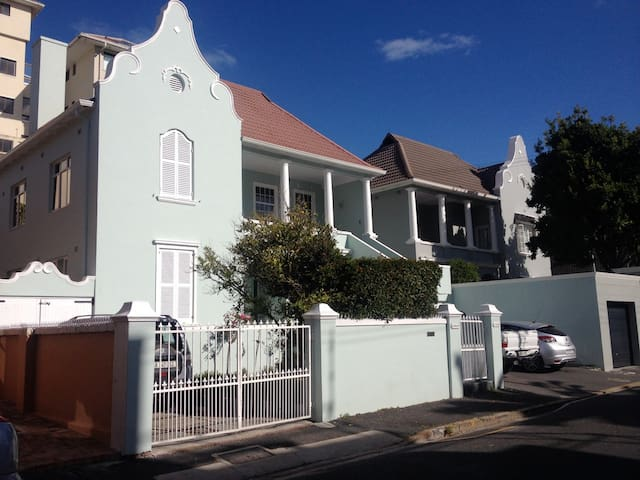 Prime Location with Parking - Cape Town - Byt