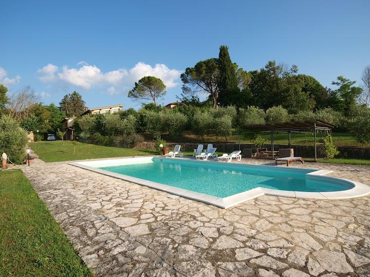 Villa con piscina a 10 minuti dal centro di Siena