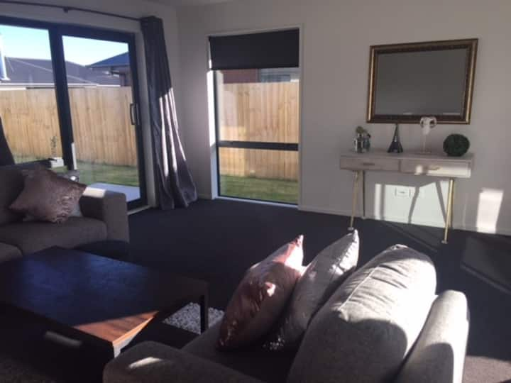Sunny double bedroom comes  with own bathrooms
