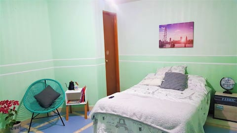 Single room just 35 min to Tolantongo WIFI parking