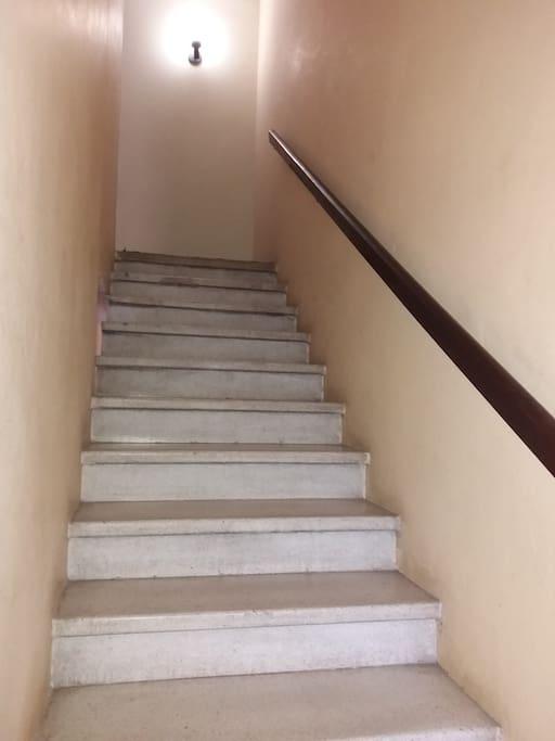 Escaleras hacia el 2do piso