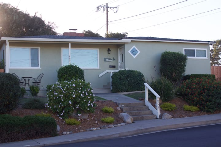 Cozy Monterey Home with a Bay View! - Monterey - Maison