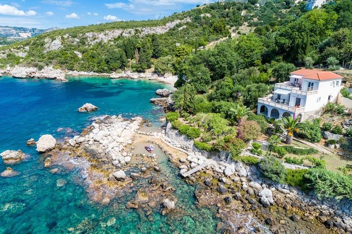 LeonardoGem with a private beach