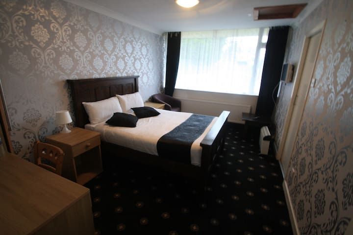 Luxury Double Room with Private Bathroom