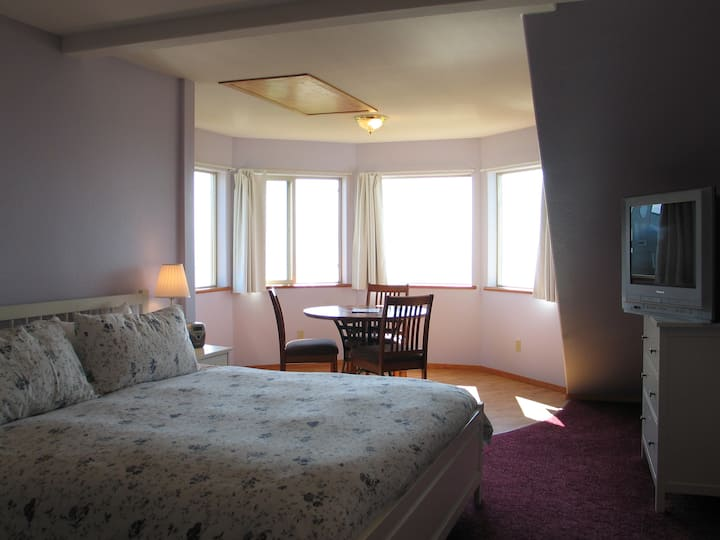 Seaside Lodge Suite #25