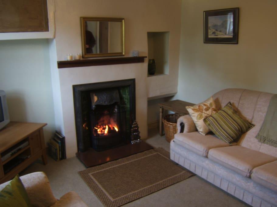 Livingroom - Open coal / log fire