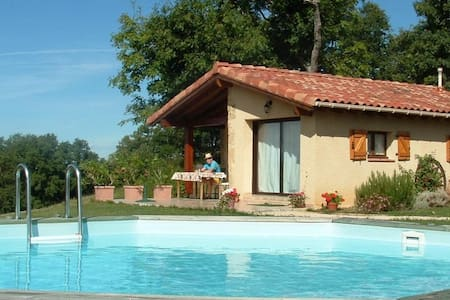 A tranquil gite, private pool, stunning views
